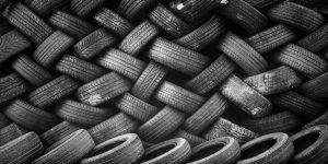 """Fotografía de múltiples neumáticos, utilizada como imagen destacada de la nota """"La industria del neumático""""."""